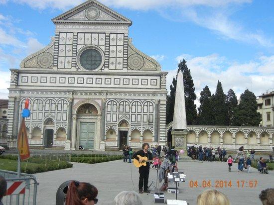 Unicorno: A musician in the Square near the Hotel