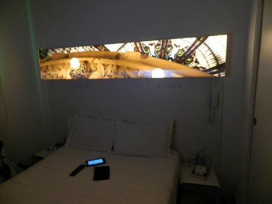 Maxim Folies: habitación luz apagada
