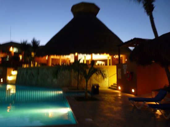 Viva Wyndham Azteca : Pool area at night - so pretty!