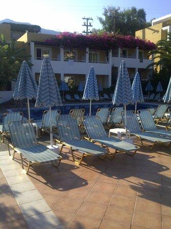Hotel Xidas Garden : espace terrasse
