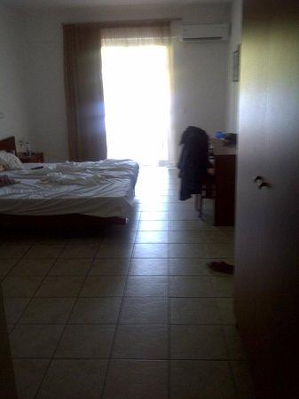 Hotel Xidas Garden: chambre spacieuse