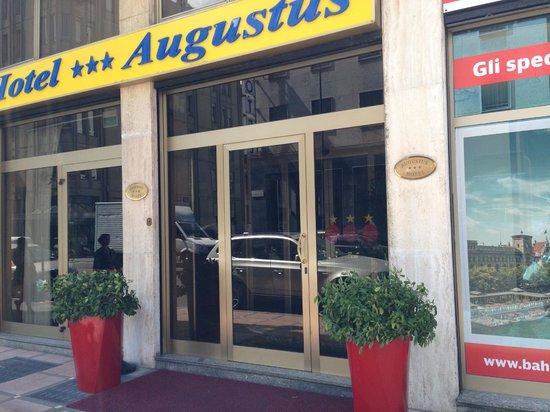 Just Hotel Milano: Esterno