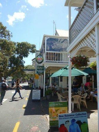 sally's restaurant: Across from Russell Harbor