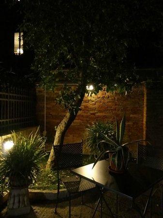 Ca' San Rocco: petit jardin