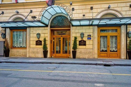 Hotel Mondial Rome Reviews