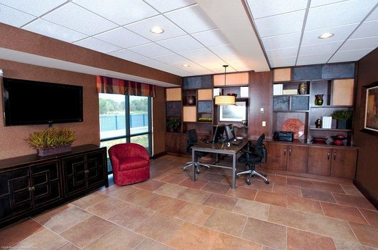Holiday Inn Hotel & Suites Council Bluffs-I-29: Business Center