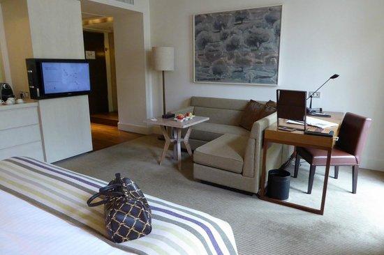 Villa Kennedy: Zimmer mit Sitzecke/Schreibtisch