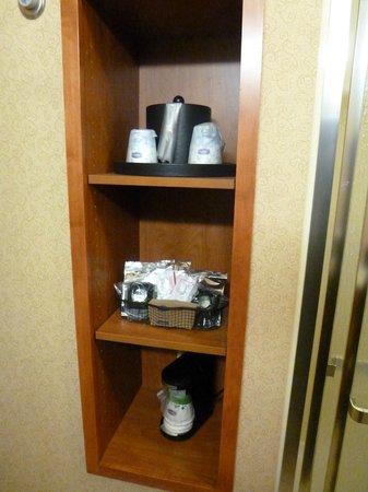 Hampton Inn & Suites Pittsburgh - Downtown : Utensilios para hacer café o té, dentro de la habitación