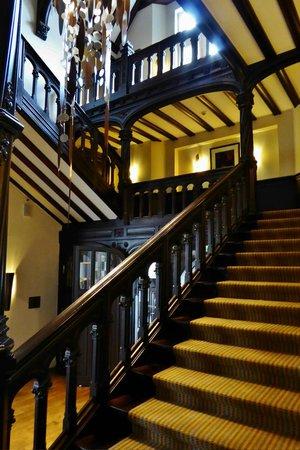 Villa Kennedy: Treppenhaus in der Villa