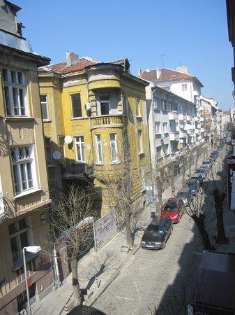 Sofia Place: Quiet despite the location