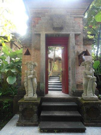Arma Museum & Resort : Entrada a la villa