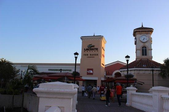 release info on huge sale top fashion Após a ponte junto a torre da Lacoste. - Picture of ...