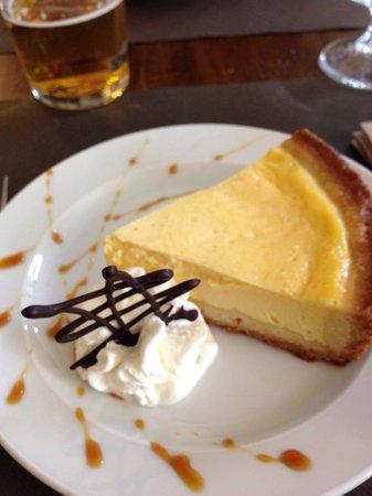 Pizzeria Victoria Grill: Torta alla crema cotta