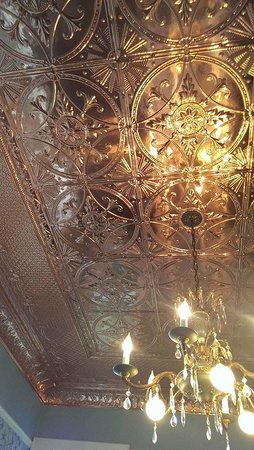The Inn on Knowles Hill Bed and Breakfast Hotel: Ceiling in the breakfast room