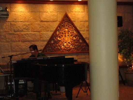 Wiang Inn Hotel: musica de piano en directo