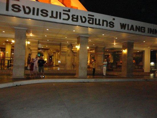 Wiang Inn Hotel: puerta principal