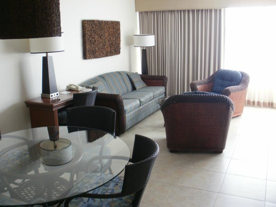 Royal Palm Beach Resort: Living room of Suite