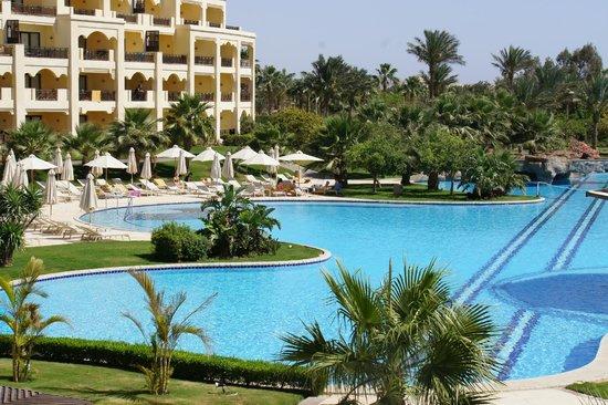 Steigenberger ALDAU Beach Hotel: Pool area