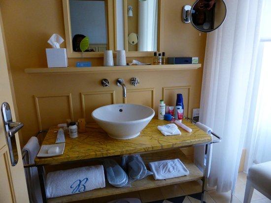 Bairro Alto Hotel : Well appointed bathroom