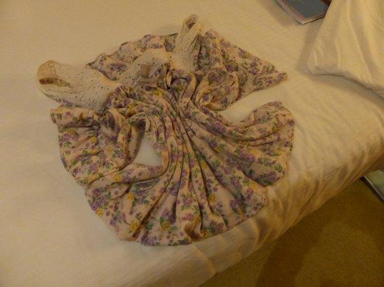 Bairro Alto Hotel: The maid arranged my nighty!