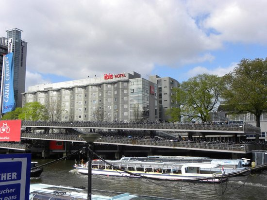 Ibis Amsterdam Centre : Facciata dal canale