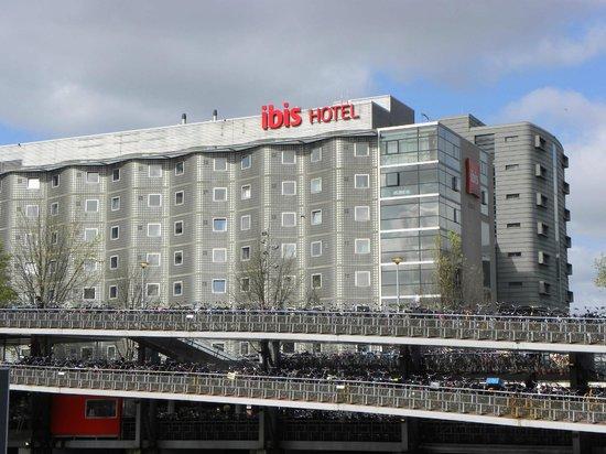 Ibis Amsterdam Centre : Facciata hotel