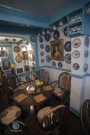 The Mock Turtle: Mock Turtle Tea Shop Blue Willow Plates!