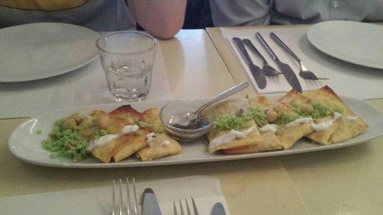 Mantoe: Brood gevuld met prei en yoghurtdressing