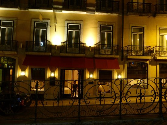 Bairro Alto Hotel: The hotel at tonight - our bedroom window
