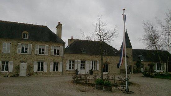 Manoir Les Quatre Etoiles: View of front