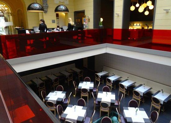 Hotel Palazzo Zichy: The Breakfast area from the Lobby
