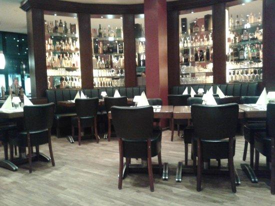 Cafe Einstein: Blick durchs Restauran