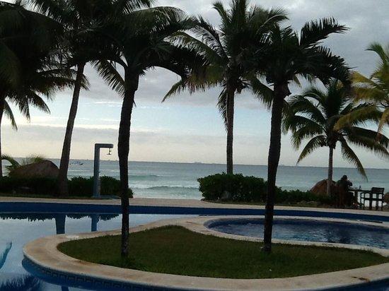 Mahekal Beach Resort: uma das piscinas