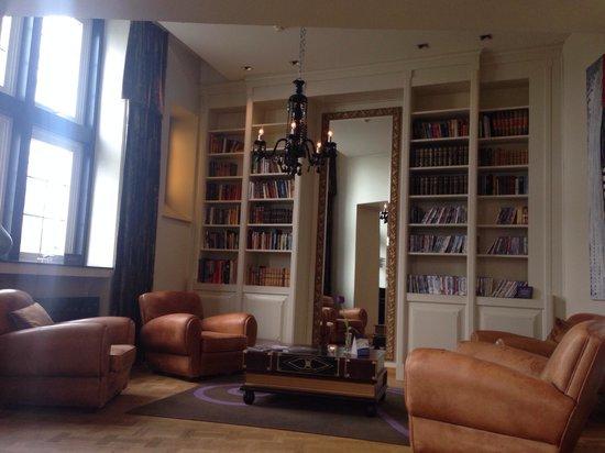 Clarion Collection Hotel Havnekontoret: En esta sala hay a disposición de los clientes libros y dvds gratuitos.
