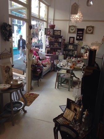 Cinnamon Sticks Vintage Shop and Tea Room: Shop downstairs
