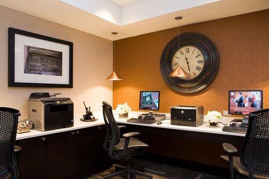 Embassy Suites by Hilton Portland Maine: Business Center