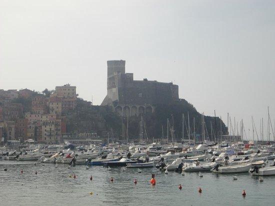 Castello di Lerici : Il Castello dal lungomare