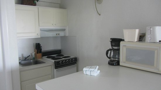 Cove Inn on Naples Bay: kitchenette efficiency room