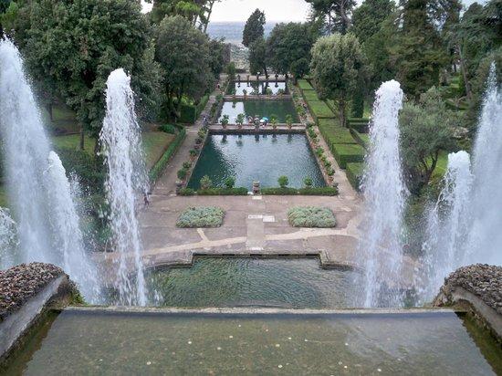 Villa d'Este : endless gardens and fountains