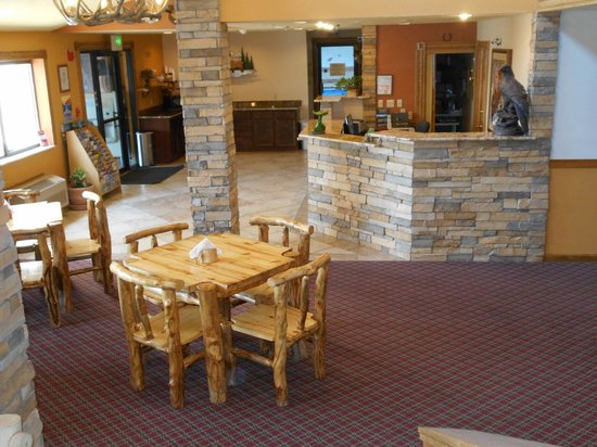The Alpine Inn: Lobby