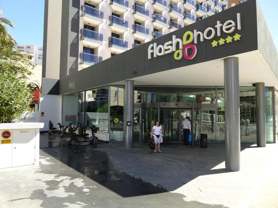 Flash Hotel Benidorm: Entrance to Flash Hotel.
