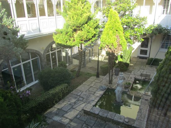 Best Western Hotel De Havelet: Central courtyard