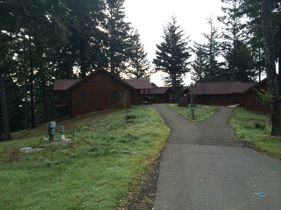Ratna Ling Retreat Center: Some of the lodges in the grounds