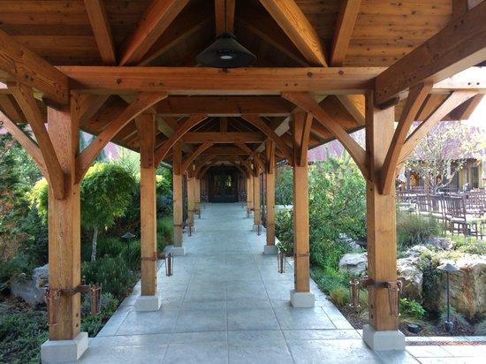Ratna Ling Retreat Center: one of the walkways into the main building