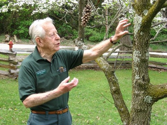 Jeannette, Pensilvania: Volunteer George Heasley during one of his nature walks