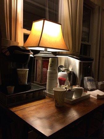 The New London Inn: Desk