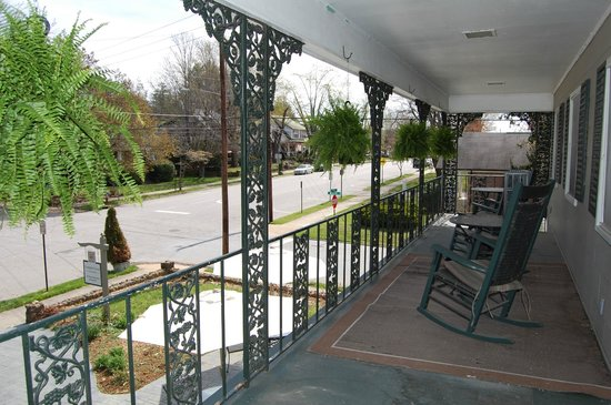 Campbell House - a Bed & Breakfast: Balcony