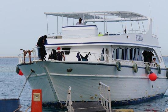 Ilios Dive Club: Tauchboot beim anlegen