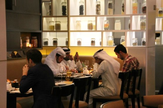 Market by Jean-Georges : Local diners