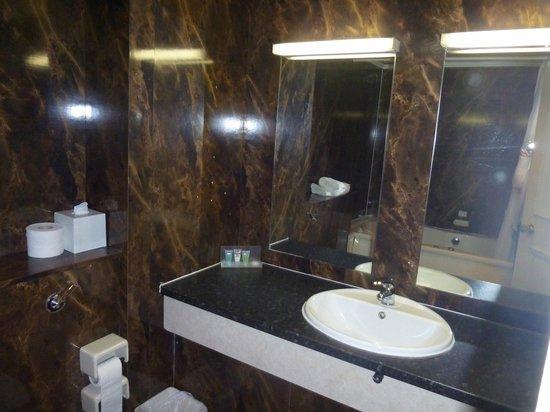 Britannia Sachas Hotel: Bathroom
